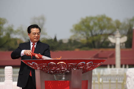 Hu Lights Olympic Flame in Beijing